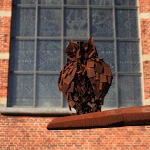 Detail van kunstwerk Uyleboom in Cortenstaal