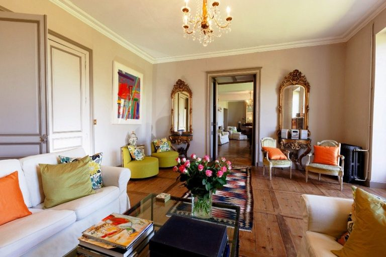 luxury-yoga-retreat-france-may 2017-chateau-drawing-room