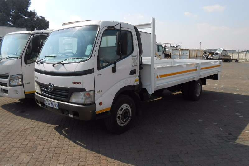Used hino trucks for sale