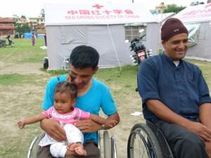 障害者テント、障害者と子供