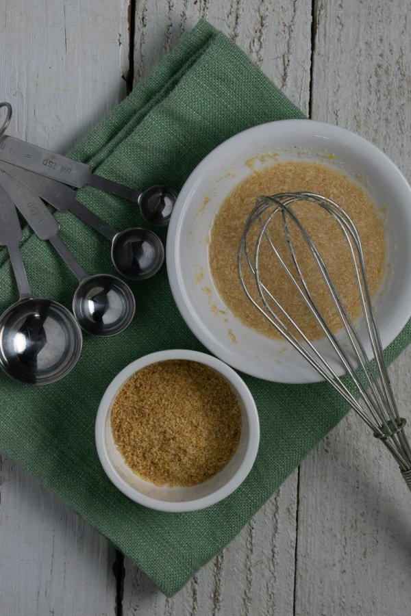Flax meal and flax-water mixture in white bowls on green napkin