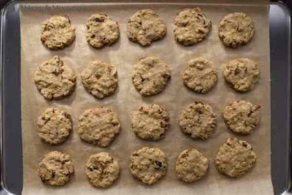 fruit-sweetened raisin-oatmeal cookies after baking