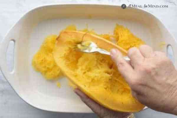 removing spaghetti squash threads with a fork