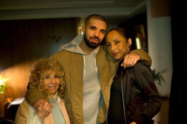 Drake Posing With His Mom And Sade
