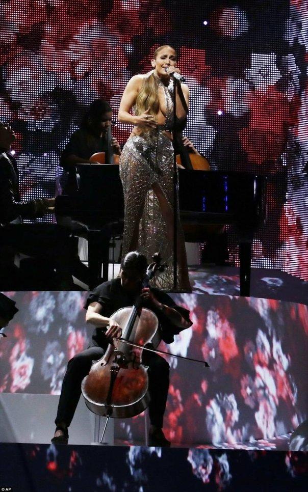 Jennifer Lopez Performs Spanish language song Mirate At Billboard Latin Music Awards 2017
