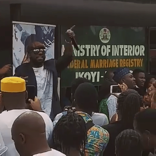 Iyanya Decided To Perform For All Couples Getting Married At Ikoyi Registry 2