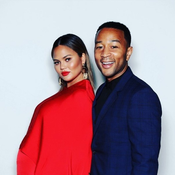 Kim Kardashian And Kanye West Pose In Photobooth With John Legend And Chrissy Teigen (7))