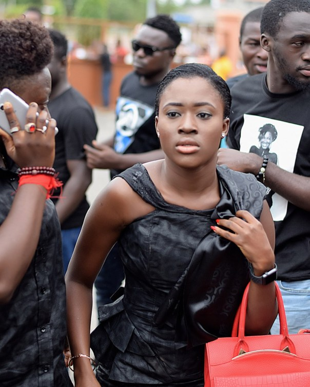 Fella Makafui Was Handed A Handkerchief To Wipe Tears At Ebony Reigns One Week Memorial Service (4)