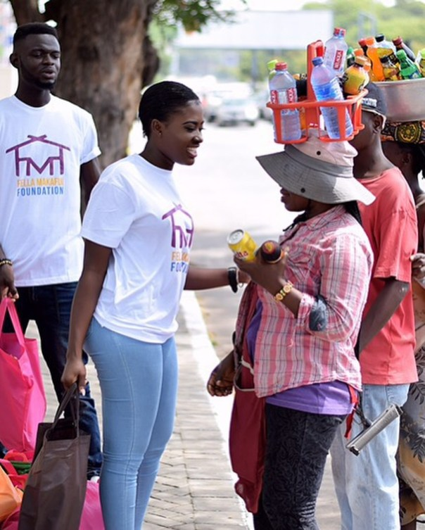 Fella Makafui Went Round The Streets Of Accra Giving Out Gifts To Handicaps (2)