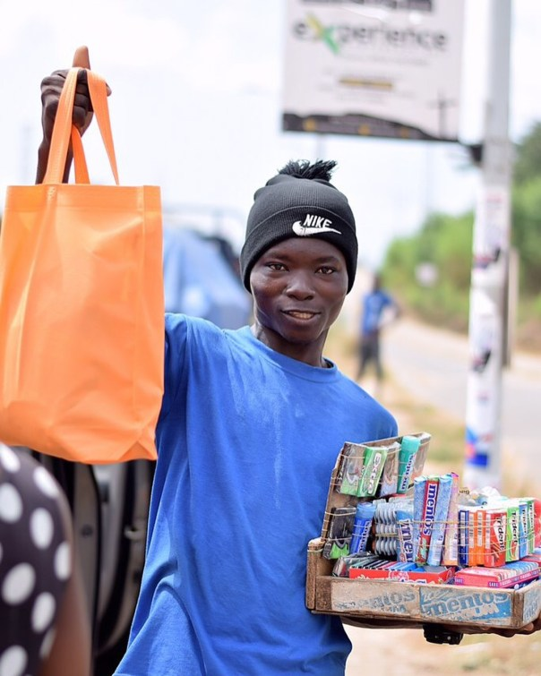 Fella Makafui Went Round The Streets Of Accra Giving Out Gifts To Handicaps (9)