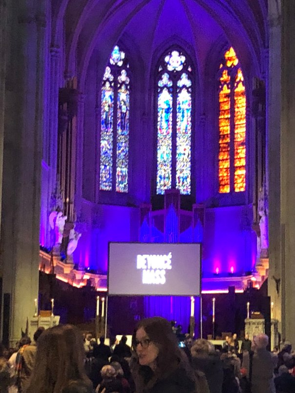 Beyonce Mass Was Held At Grace Cathedral Church In San Francisco (2)