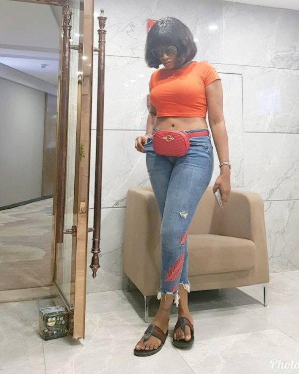 Oge Okoye Flashes Belly Button (4)