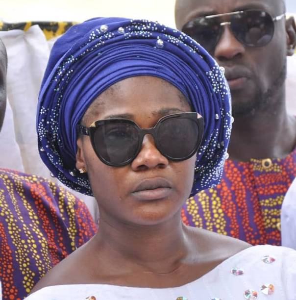 Mercy Johnson Weeps As She Buries Her Mother (2)