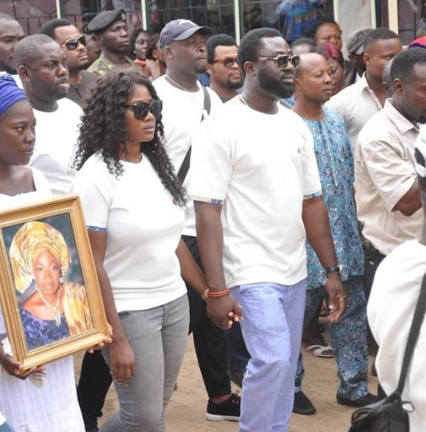Mercy Johnson Weeps As She Buries Her Mother (5)