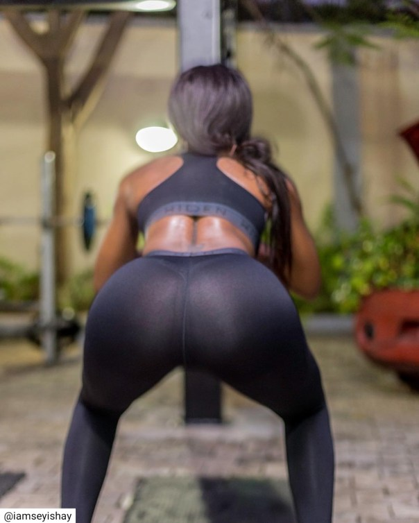 Seyi Shay Shows Off Bare Butt In See-through Leggings (2)