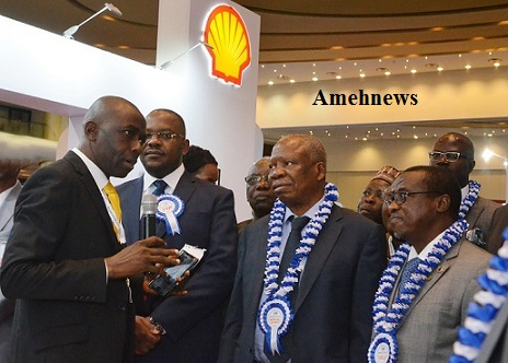 Photonews: Inspection of Shell stand at the opening ceremony of the 2018 SPEs Annual Conference and Exhibition