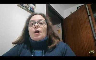 """La poeta María Villa Cámara Gómez recita su poema inédito """"Compasión""""."""