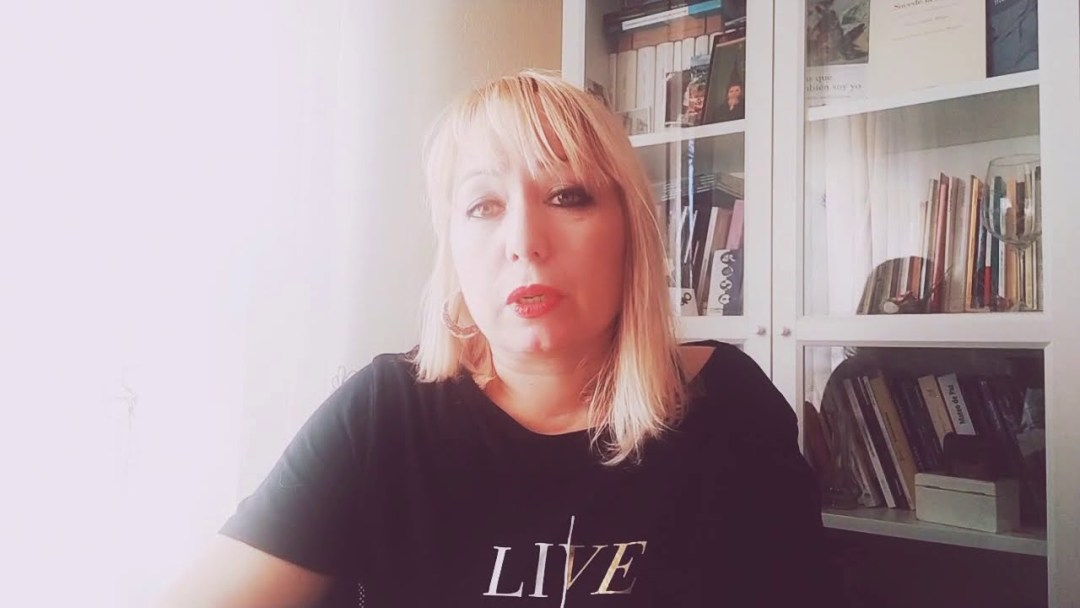 """Sonia Aldama, secretaria de Améis, recita """"Tregua"""", de su último libro Sucede la noche"""