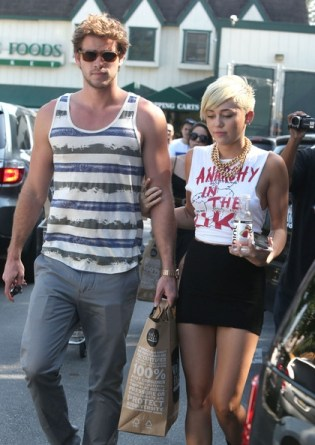 Miley_Cyrus_Liam_Hemsworth_Grocery+break_up