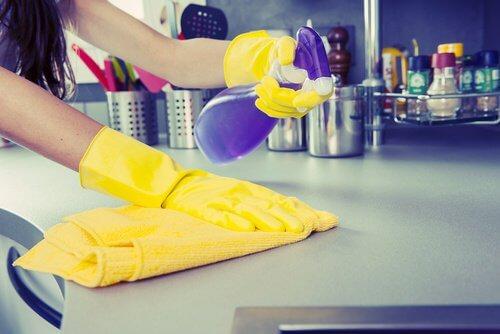 Desinfectant-surfaces-500x334
