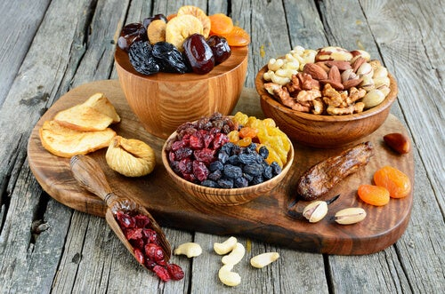 """Dried fruits against flaccidity """"width ="""" 500 """"height ="""" 331 """" data-recalc-dims="""