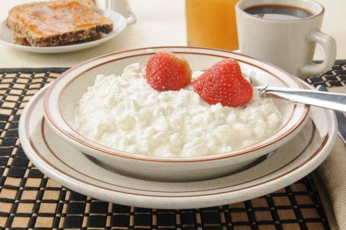 """smoothie with cottage cheese """"width ="""" 500 """"height ="""" 332 """" data-recalc-dims="""