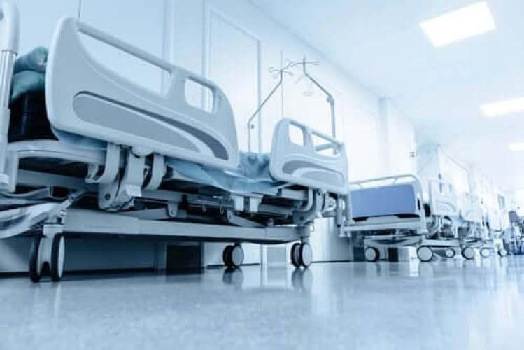 Des lits d'hôpitaux