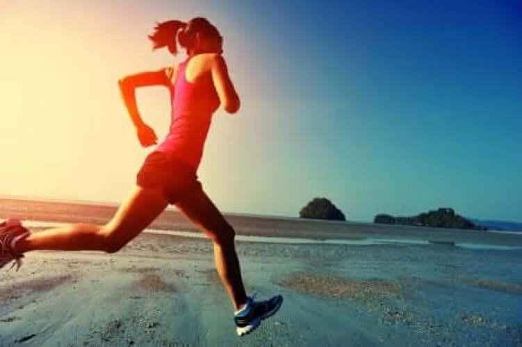 Le sport stimule la libération d'endophines et participe donc au bonheur.