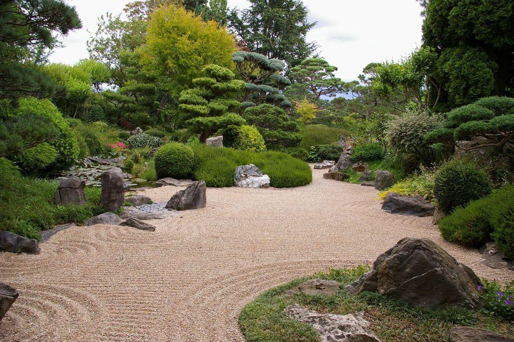jardin avec graviers sans gazon et sans allergie au pollen