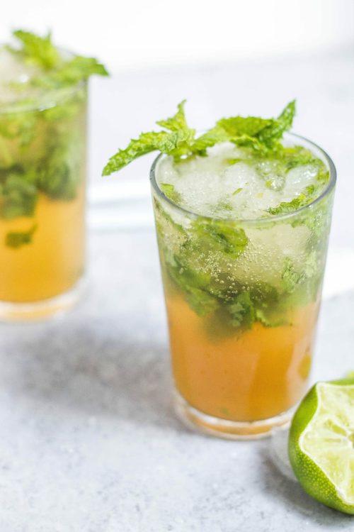planter de la menthe pour faire des jus de fruits comme orange menthe