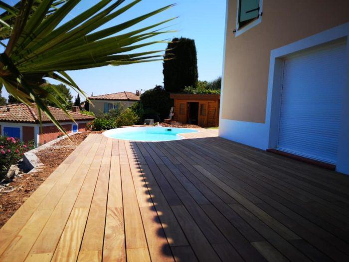 aménagement terrasse exotique et piscine