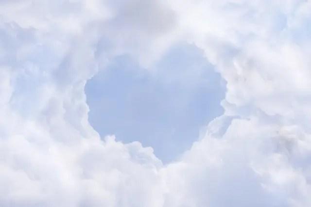 ハートの形をした空