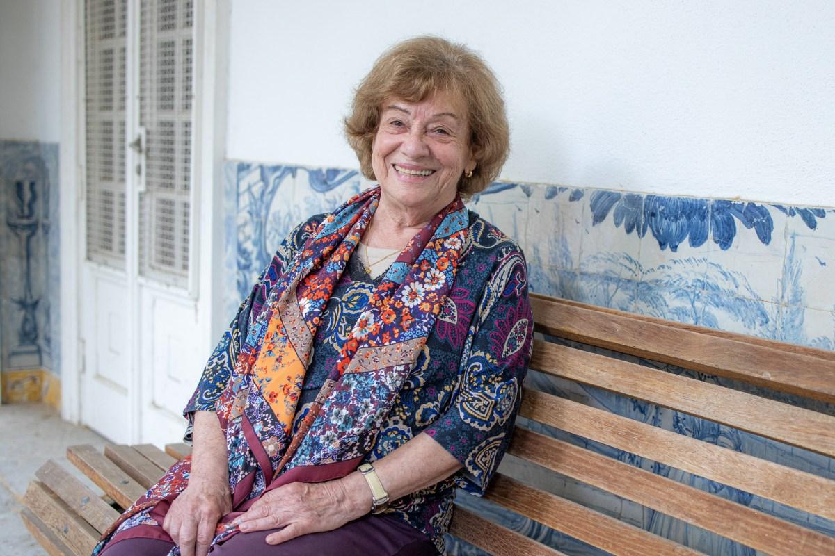 Dinah Mendonça Poeta Alvalade Biblioteca Coruchéus