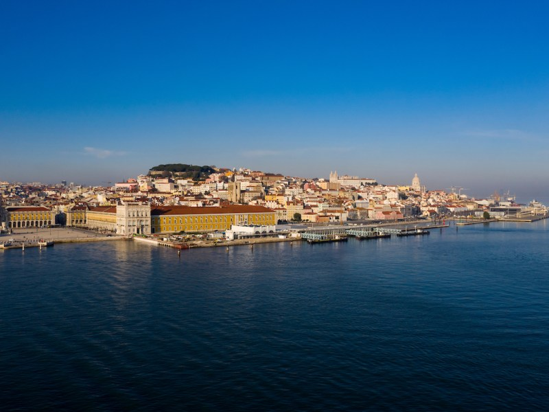 Lisboa drone Praça do Comércio vista áerea