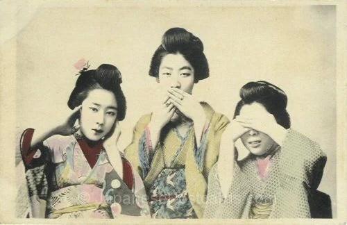 mulheres-imitando-tres-macacos-sabios