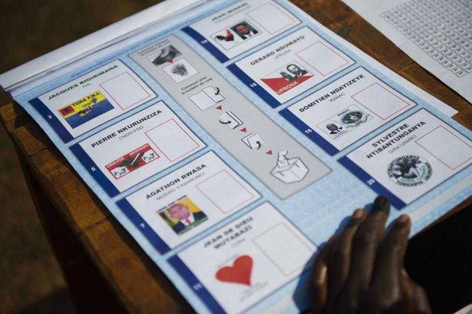 https://i1.wp.com/america.aljazeera.com/content/ajam/multimedia/photo-gallery/2015/7/photos-elections-in-burundi/_jcr_content/slideShowImages/slide8/image.adapt.960.high.burundi_elections_08a.jpg