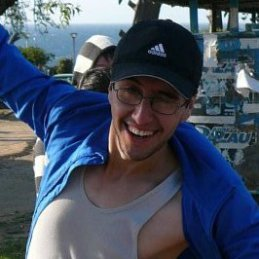 Profesor de Matemáticas y Computación, Miembro del Equipo de Comunicaciones. Vive en Villa Alemana, 29 Años.