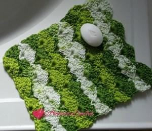 Apple Juicy Washcloth | Free Crochet Pattern | American Crochet @americancrochet.com #freecrochetpattern
