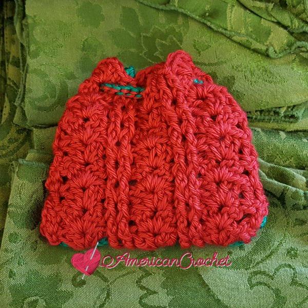 Festive Cheer Sachet | Free Crochet Pattern | American Crochet @americancrochet.com #freecrochetpattern