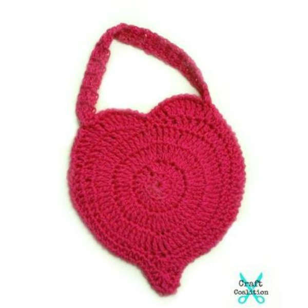 Perfect Love Heart Purse | Free Crochet Pattern | American Crochet @americancrochet.com #freecrochetpattern
