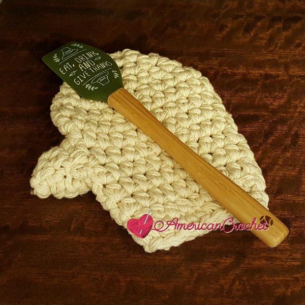 Oven Mitt | Free Crochet Pattern | American Crochet @americancrochet.com #freecrochetpattern