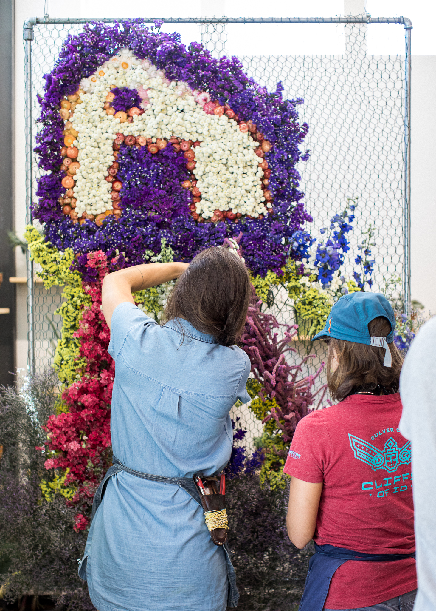 83326d39e7b54 Isabella Thorndike Church carefully adds her locally-grown blooms into the  chicken-wire base of her installation for Fry Family Farm (c) Juliet Ashley  ...