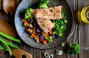 Fried salmon with steamed vegetable