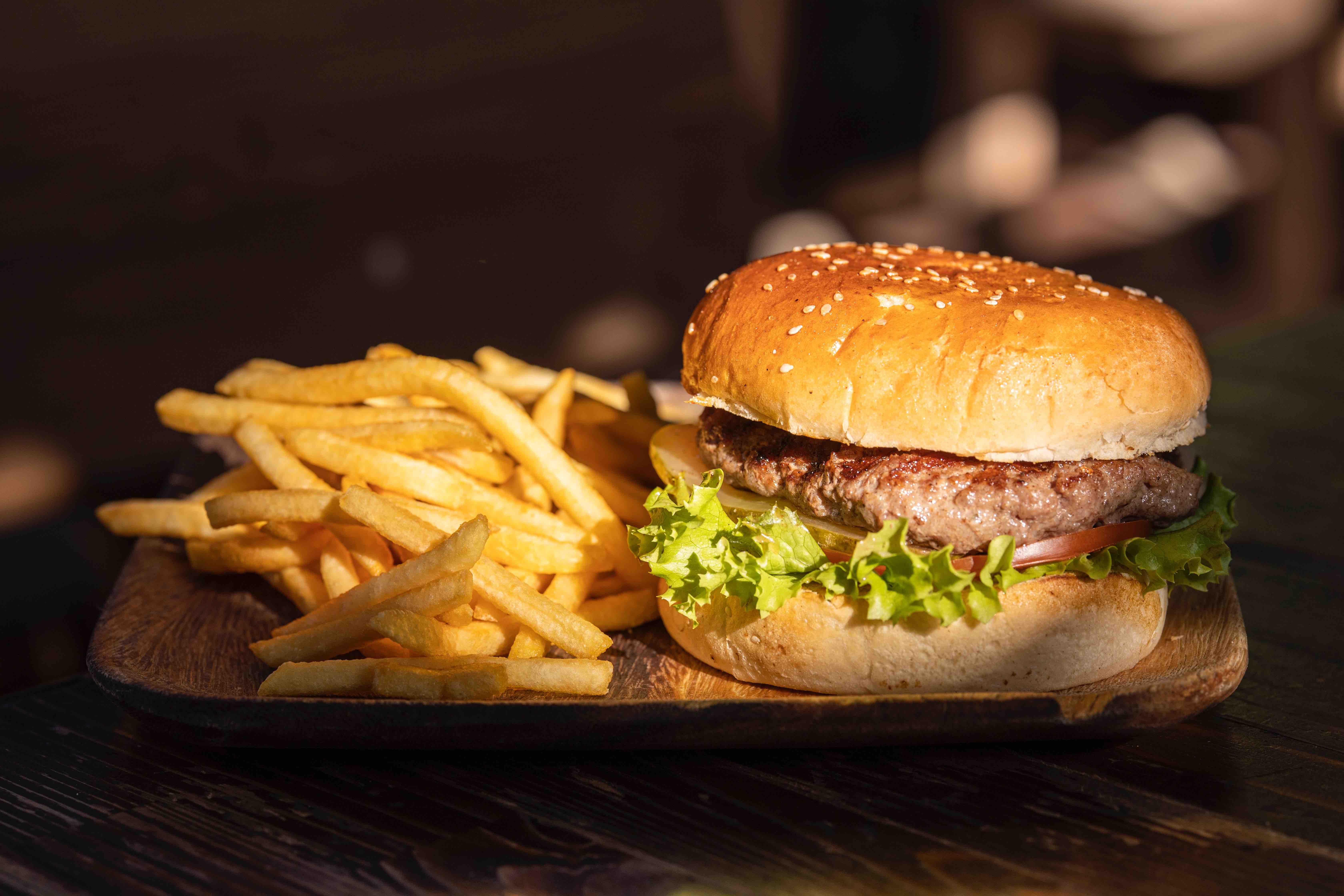 Alimentos prohibidos para cenar si quieres bajar de peso