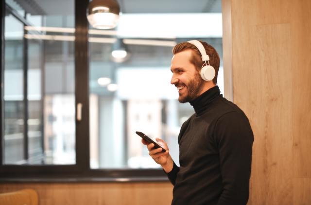 Sólo necesitas 13 minutos de música para ser feliz según la ciencia
