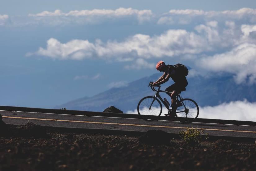 10 accesorios que necesitas llevar contigo al salir en la bicicleta