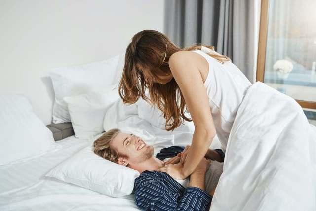 10 Frases hot para excitar a un hombre en la cama que mejorarán su desempeño