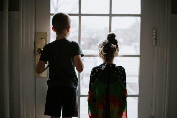 niños en confinamiento
