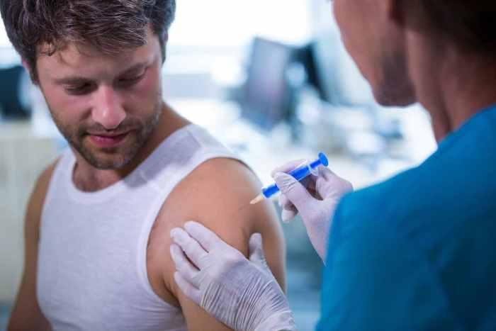 Ebrard promete vacunas para más de 100 millones de personas en México