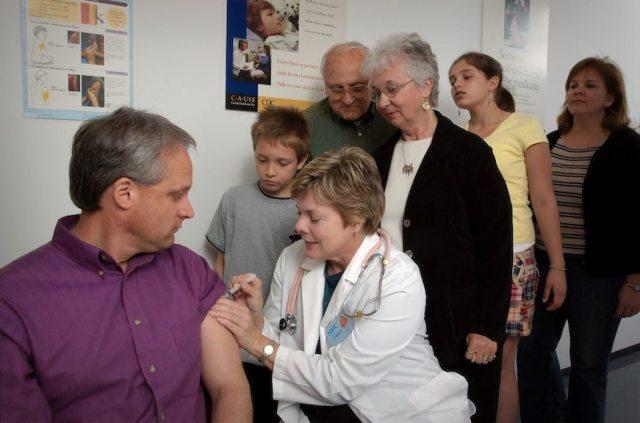 Pfizer celebra 90% de efectividad en su vacuna contra Covid en personas no infectadas
